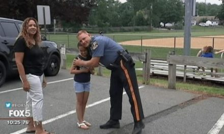 Daughter of Fallen Officer Buys Meal for Police