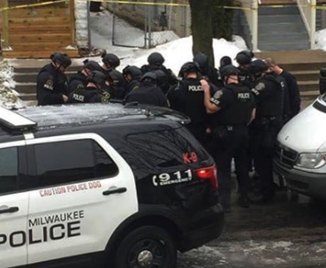 Milwaukee police officer killed, suspect in custody