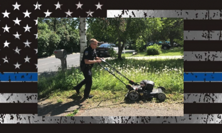 Officer goes above and beyond the badge by mowing elderly woman's lawn