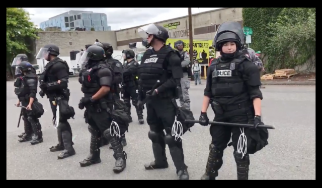 portland_police_antifa_riot_tactical_crowd_protest