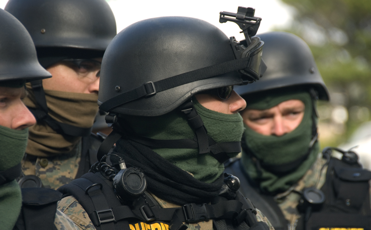 swat_tactical_helmet_protest_riot_gear