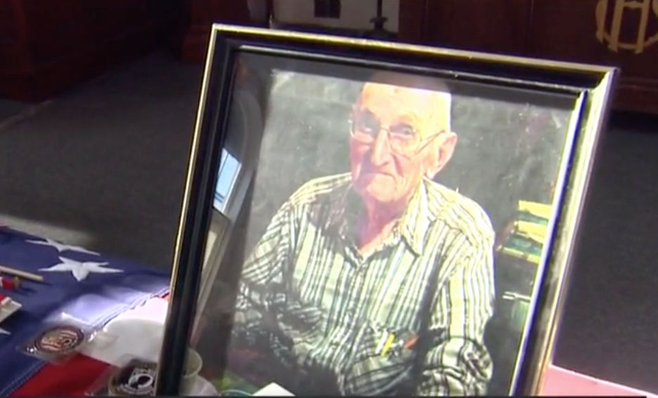 WWII vet with no family passes away. Hundreds show up to lay him to rest.