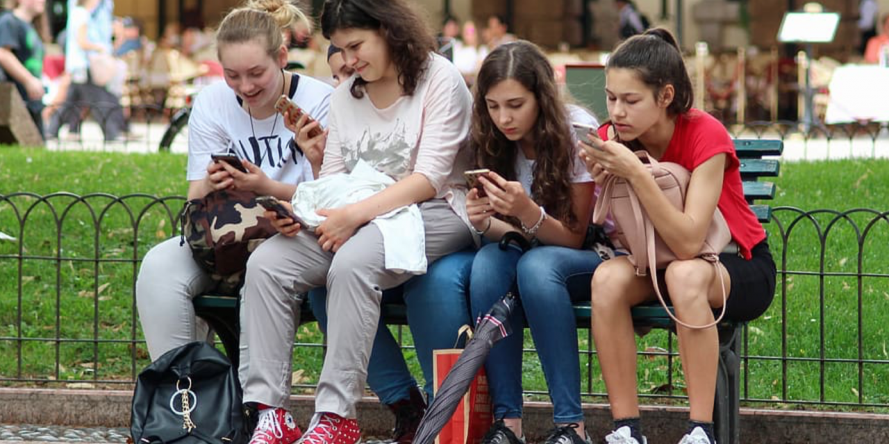 New law would make it illegal for teens to own or use a cellphone