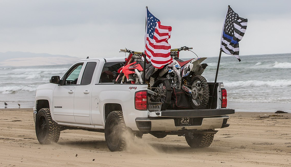School tells students told to remove American flags from their trucks: It's 'offensive'