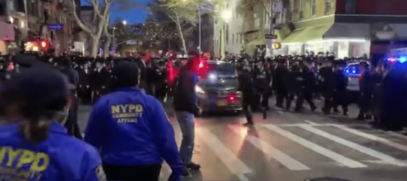 Two days after de Blasio threatens to unleash NYPD on Jewish community, police presence climbs