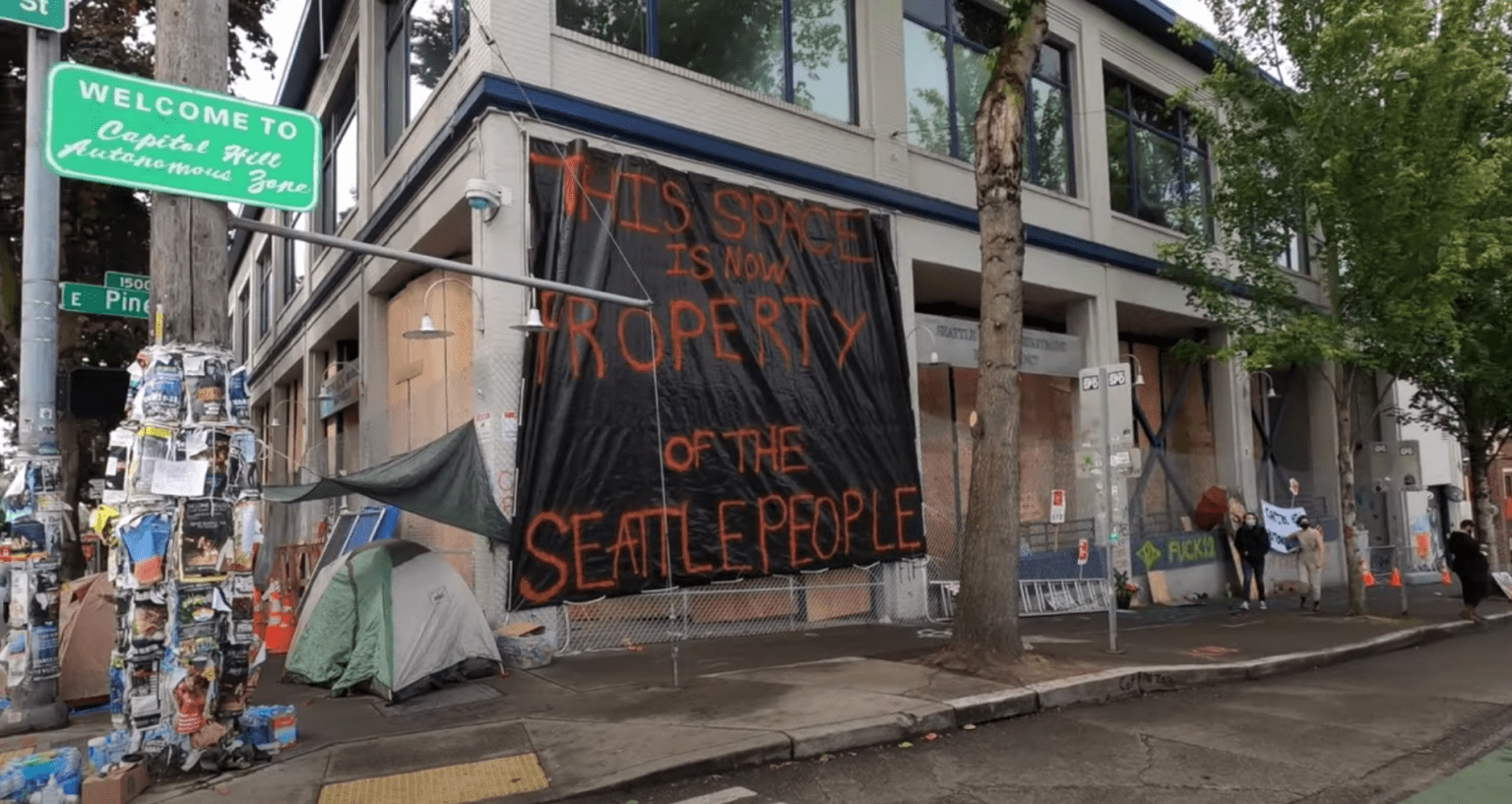 "Armed protestors ""seize"" portions of Seattle, set up road blocks, dub it police-free ""Autonomous Zone"""