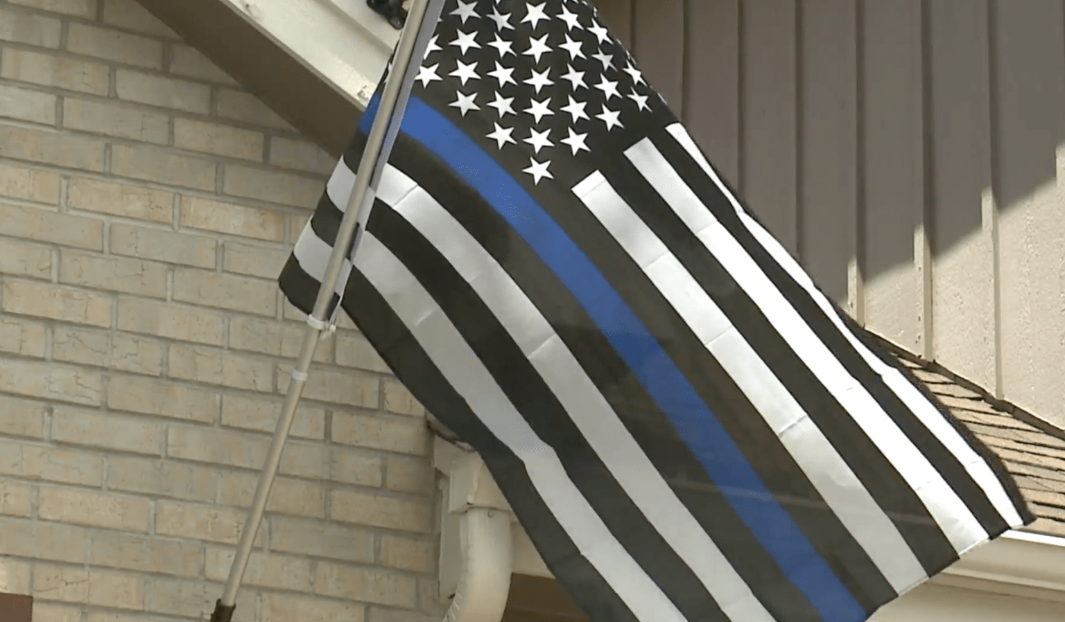 Homeowner's association demands police chaplain remove blue line flag...imagine if it was a Black Lives Matter flag?