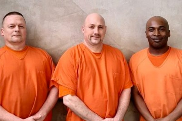 Jail deputy has medical emergency - and instead of escaping, three inmates saved his life