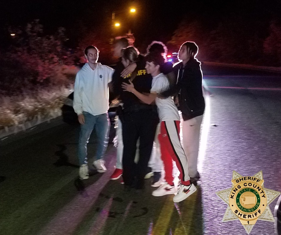 Sheriff's deputy attacked by drunk suspect, put in a chokehold - has life saved by five young men