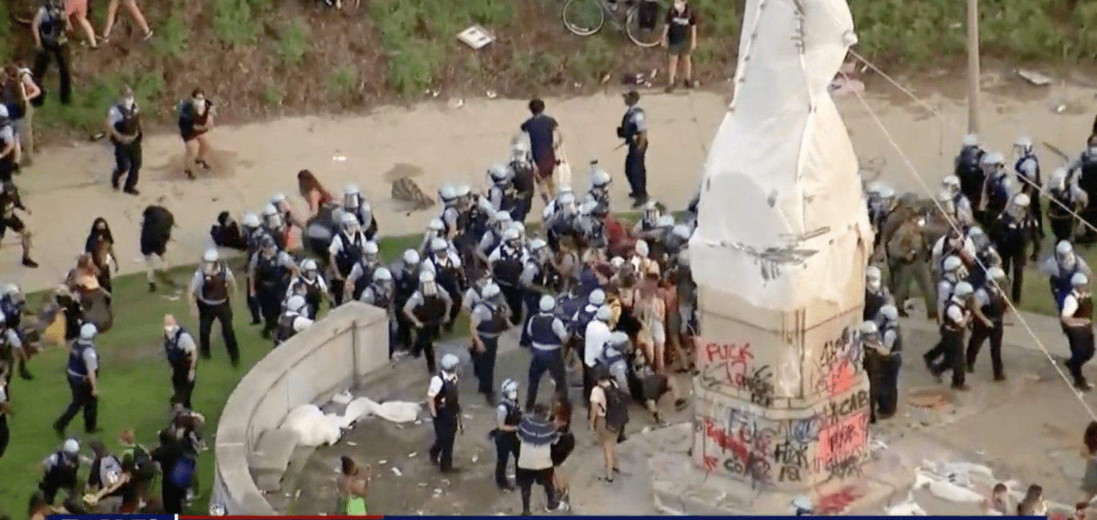 """Chicago police attacked with bricks while protecting Columbus statue from rioters: """"We've lost the city."""""""