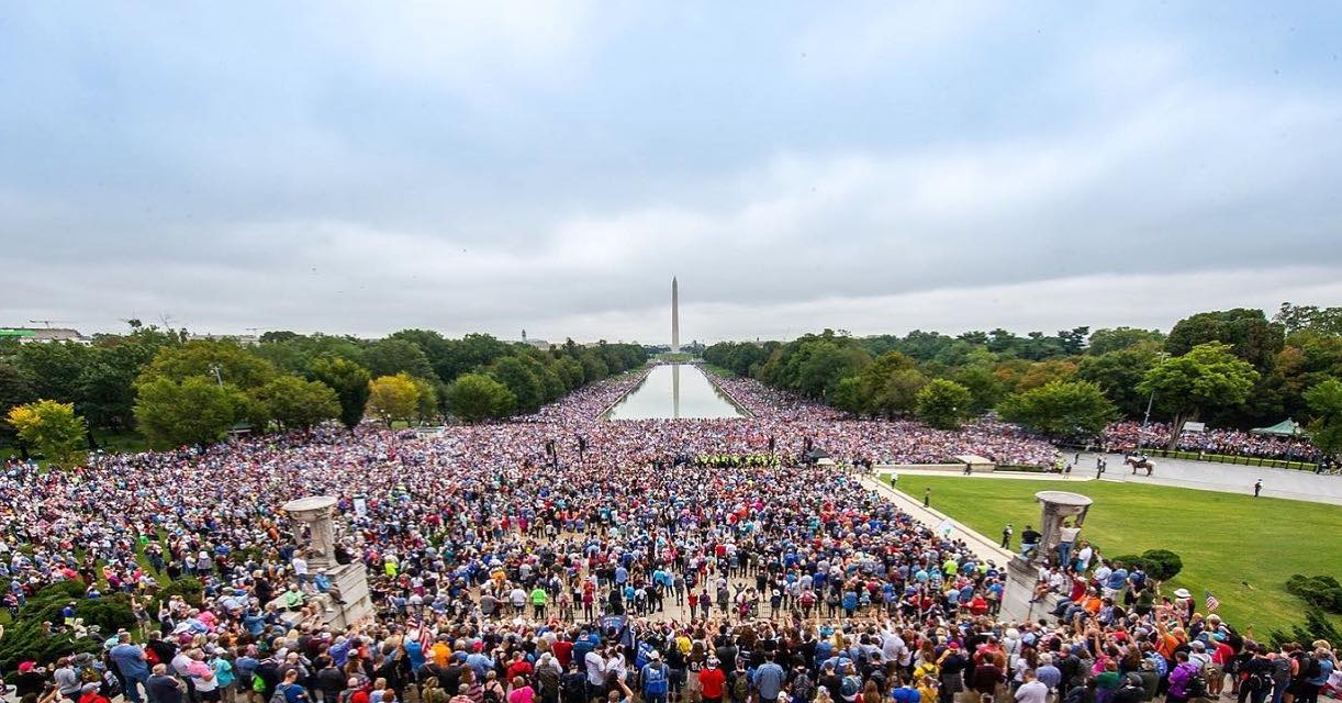 'Small' gathering of the faithful at the Lincoln Memorial draws more than 75,000 people - and the Vice President