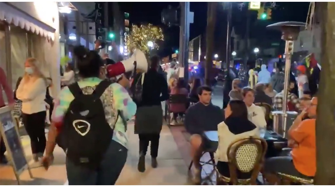 Watch: Black Lives Matter protesters harass outside more diners in what seems to be a growing trend