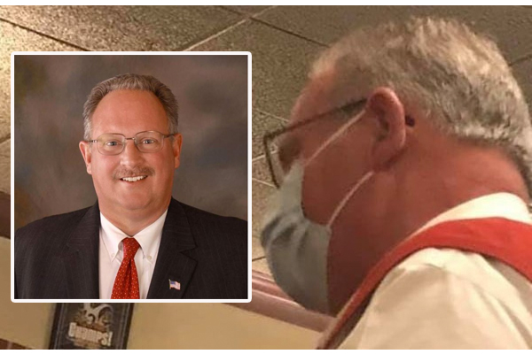 Illinois mayor busted after being caught eating inside St. Louis restaurant amid indoor dining ban in his town