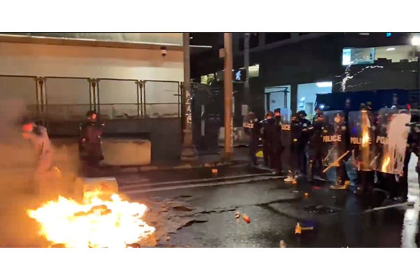 New Year's Eve 'celebration' in Portland turns into declared riot - fireworks shot at police, courthouse