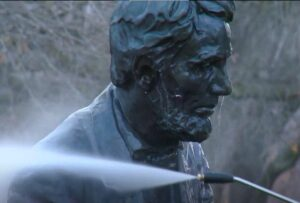 City park workers clean the statue - Screenshot courtesy of KTVB