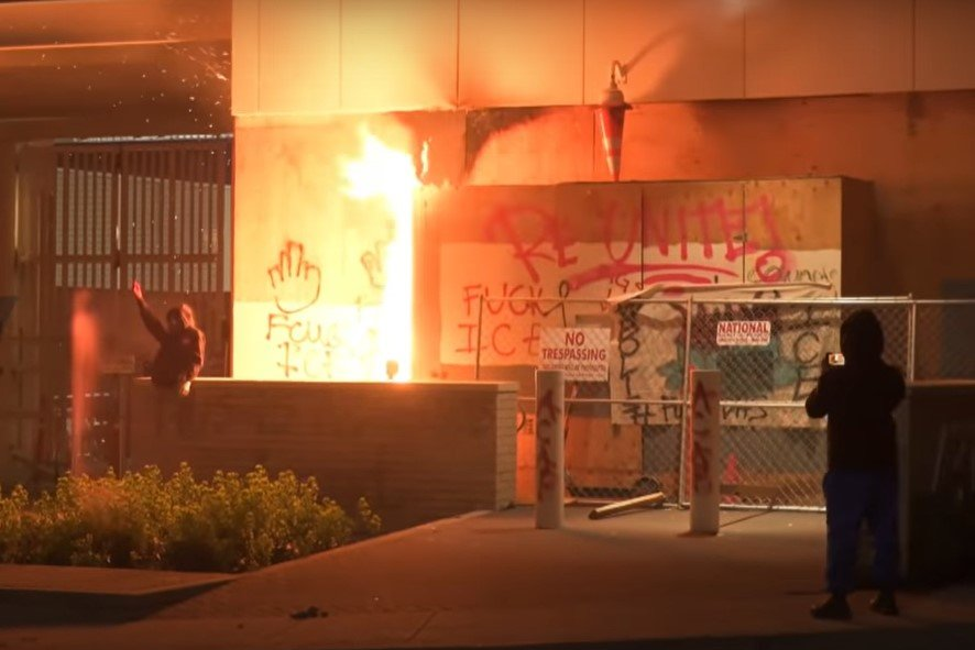 Antifa sets a fire at the Portland ICE facility trapping officers inside - Screenshot courtesy of Ruptly on YouTube