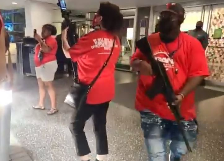 BLM protesters harass diners outside Dallas restaurant