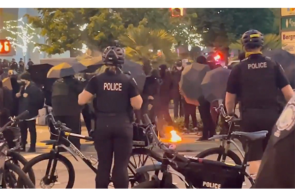 Antifa burns U.S. flag, faces off with pro-police supporters outside law enforcement appreciation dinner