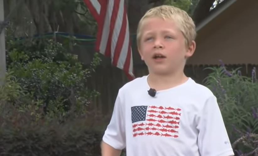 7-year-old swims 1 hour to save family from boating accident