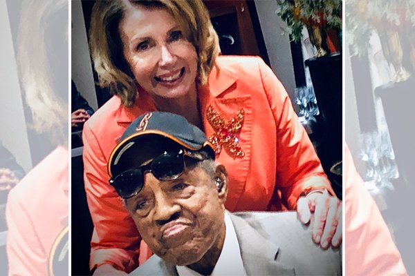 While trying to honor Willie Mays, Pelosi shares image of wrong baseball legend