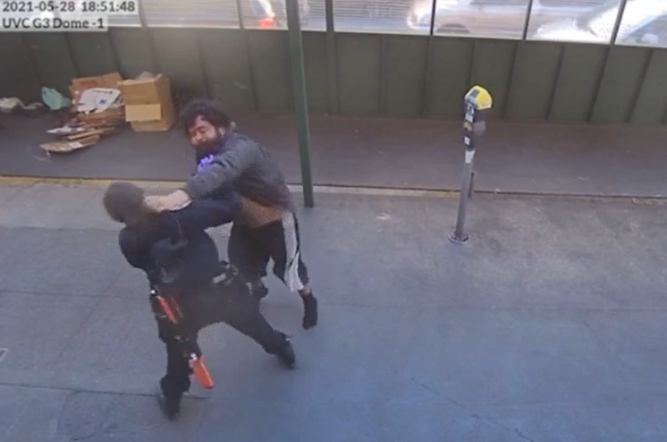 Video: Witnesses come to aid of female SFPD officer attacked by suspect