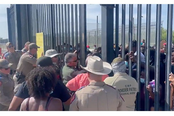 Watch: State troopers from Nebraska, Florida help hold back 500+ illegal immigrant border rush in Texas