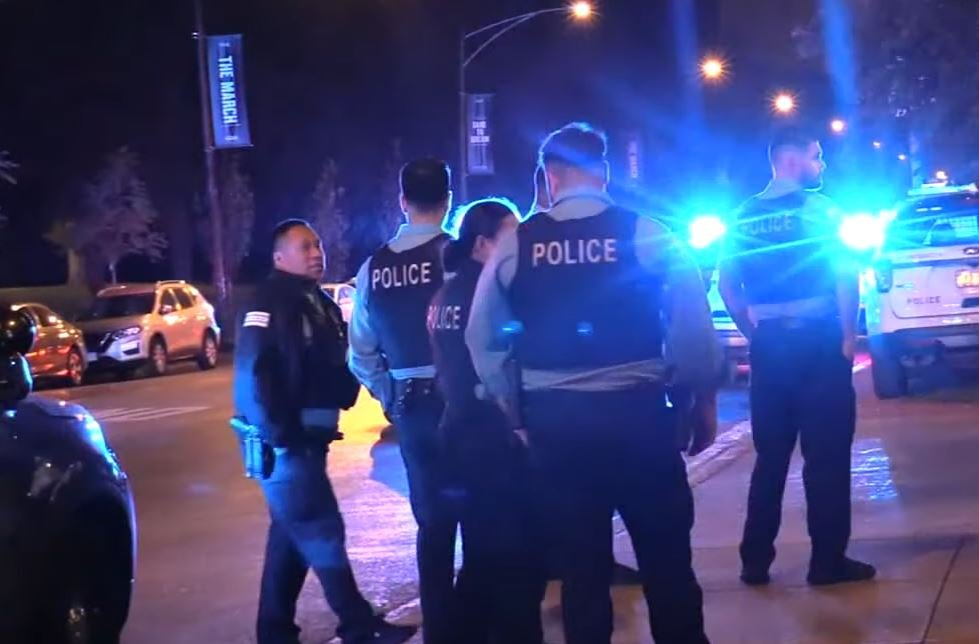 Chicago Police officer shot after discovering two gunshot victims