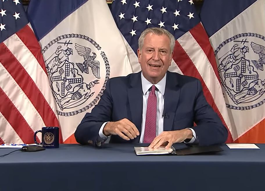 Mayor de Blasio threatens to withhold pay to NYPD & city employees who refuse vaccine or weekly testing