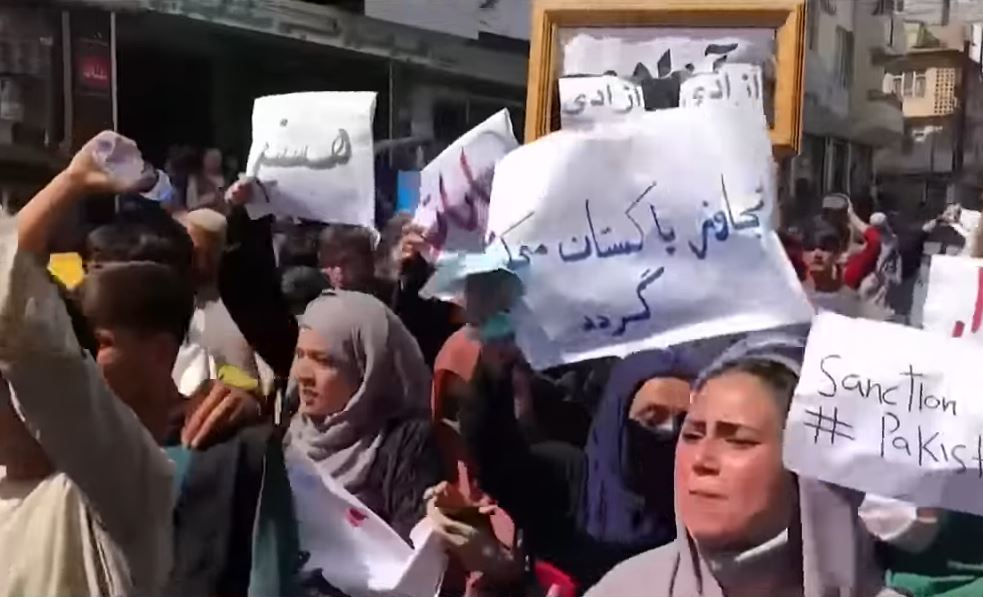 Female protesters in Kabul reportedly beaten & whipped by Taliban while dispersing