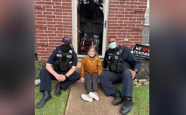 2 Memphis Police officers surprise girl with wheelchair after thief had stolen it