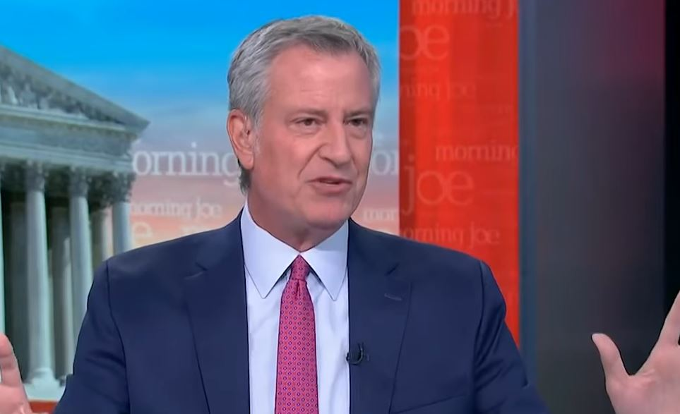 As crime plagues New York City Bill de Blasio plans to run for state governor